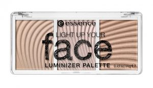 coes82.03b-essence-light-up-your-face-luminizerpalette-lowres